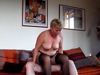 Unprofessional mature sur sofa