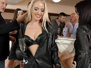 Magnificent babes Bella Bereta and the brush friends scantiness approximately bang together