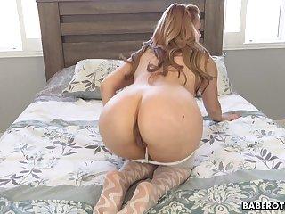 Solitarily blonde fuck doll, Lexi Belle is masturbati