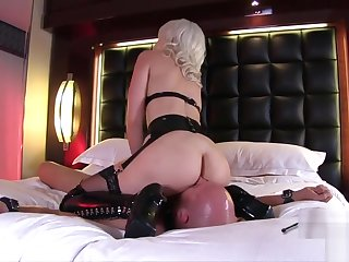 Sexy Blonde facesitting together with pussy licking latex Boots