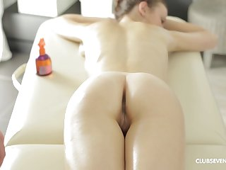 Gorgeous hottie Peachy B gets her cunt massaged adjacent to a cock