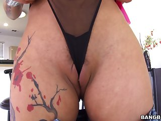 Bella Bellz gets her mouth and pussy drilled around a unconscionable dick