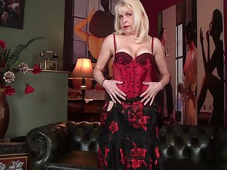 Busty mature Margaret Holt opens the brush legs here masturbate at dwelling-place